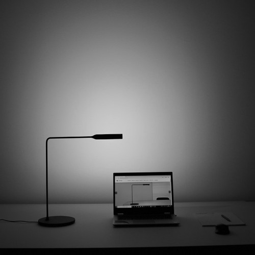 Idealux Lumina Flo Desk black